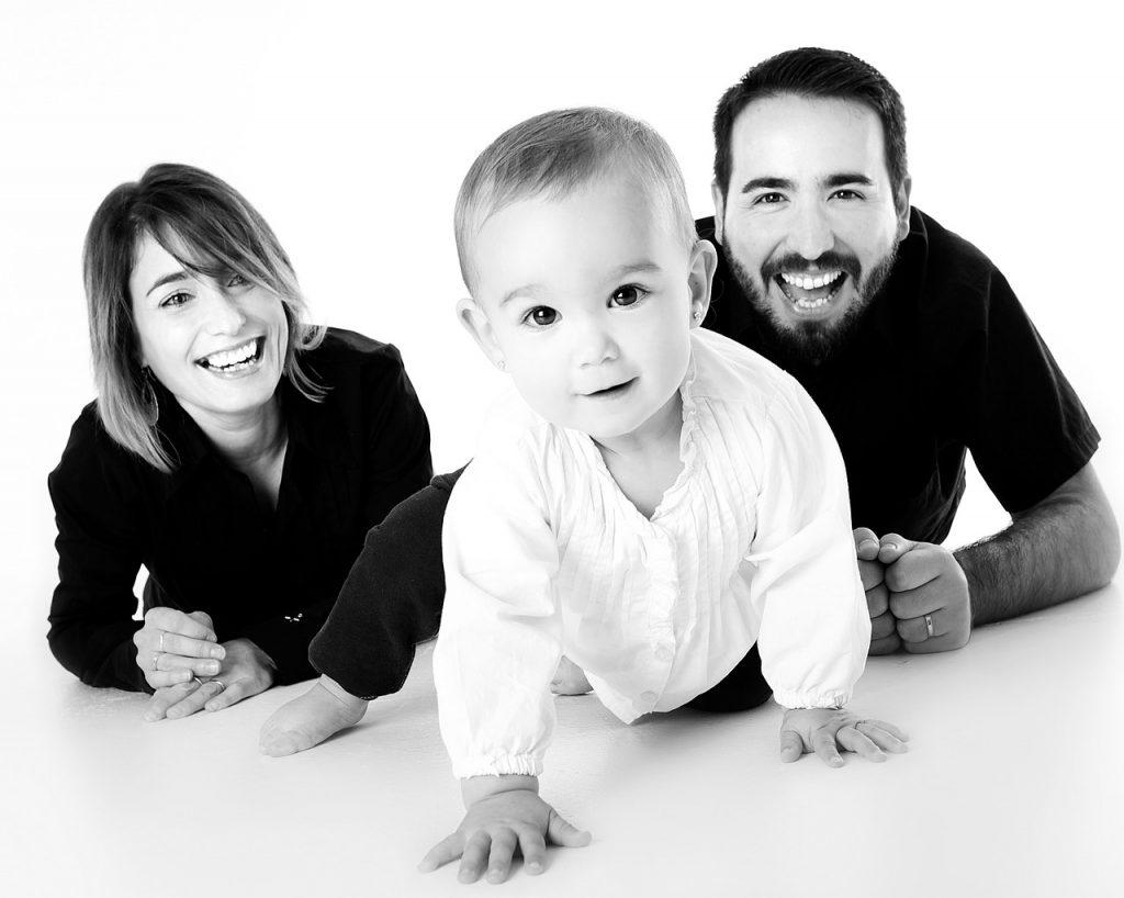 family, baby, crawling-1237701.jpg